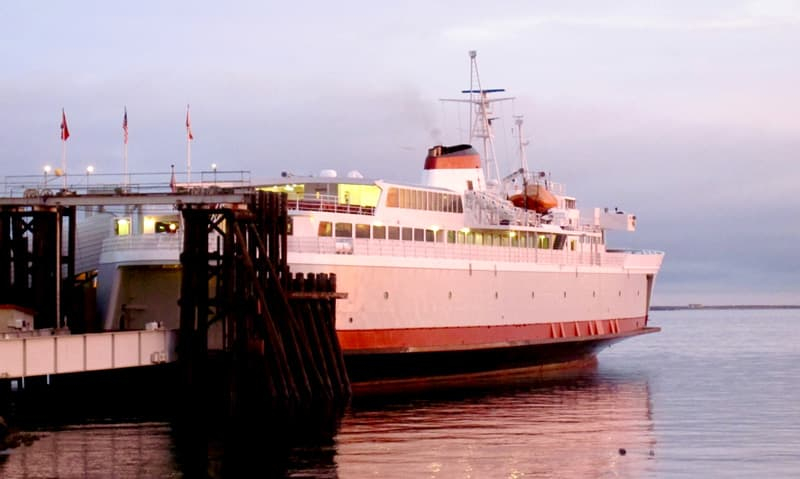 how to get from vancouver to seattle by ferry