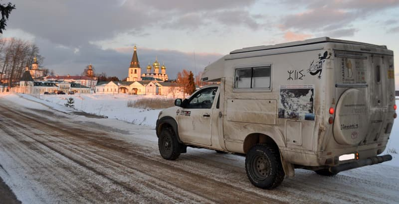 Fixed Cell Camper off-road