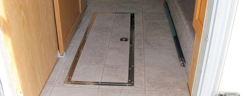 Floor storage compartment door