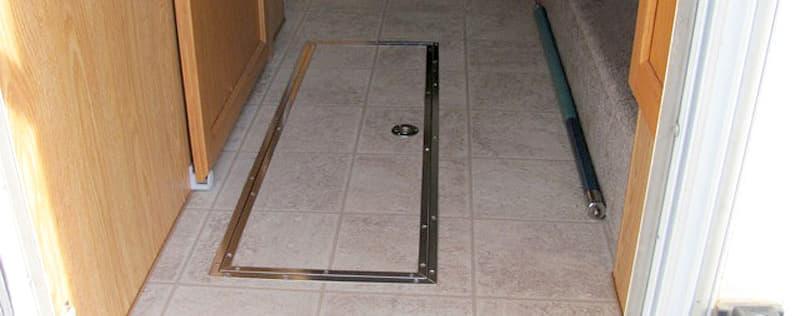 Floor storage compartment door