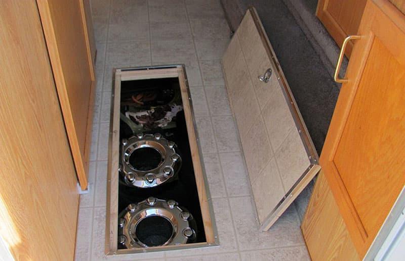 Storage in Snowriver floor