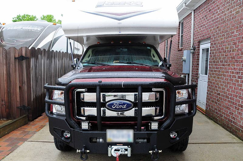 Ford-F-450-with-Lance-Camper