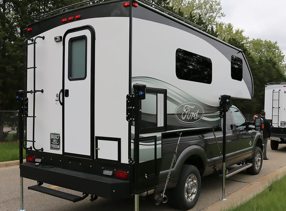 2016 ford 8 6 and 6 8 truck campers. Black Bedroom Furniture Sets. Home Design Ideas