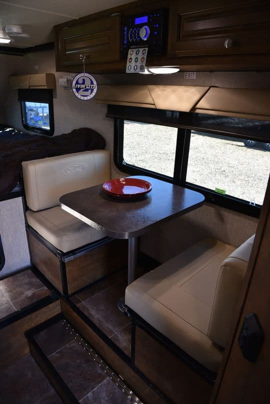 2016-Ford-8-6-two-top-dinette-2