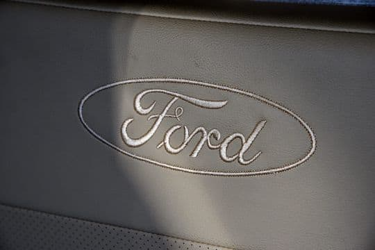 2016-Ford-Elkhart-BIG-INT-Lariat-Ford-Logo