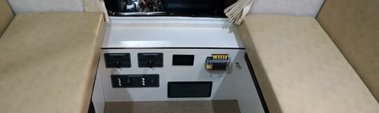 flatbed-fuso-four-wheel-controls