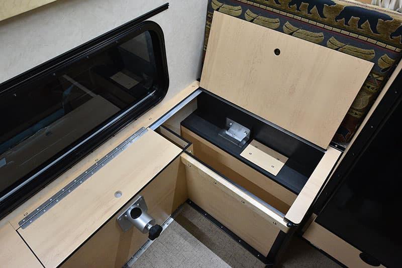 Four Wheel Hawk Dinette Under Seat Passenger