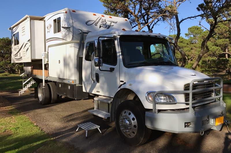 Freightliner Truck Camper steps to truck