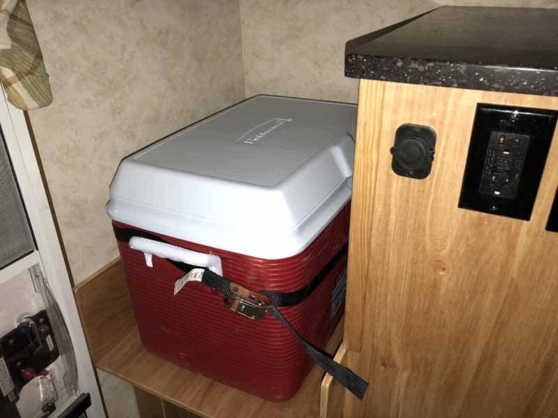 Geo-Den Flip camper cooler or refrigerator Area