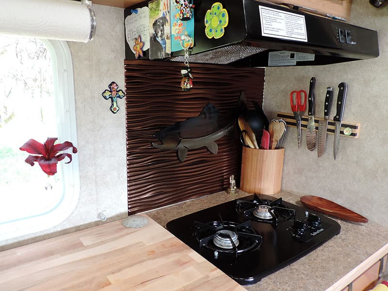 Adventurer 80SK counter space in the kitchen