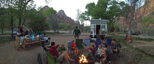 pop-up-camper-family-camp-fire