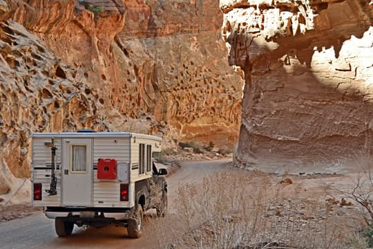 pop-up-camper-family-canyon