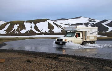 Iceland-F208-drive-through-water