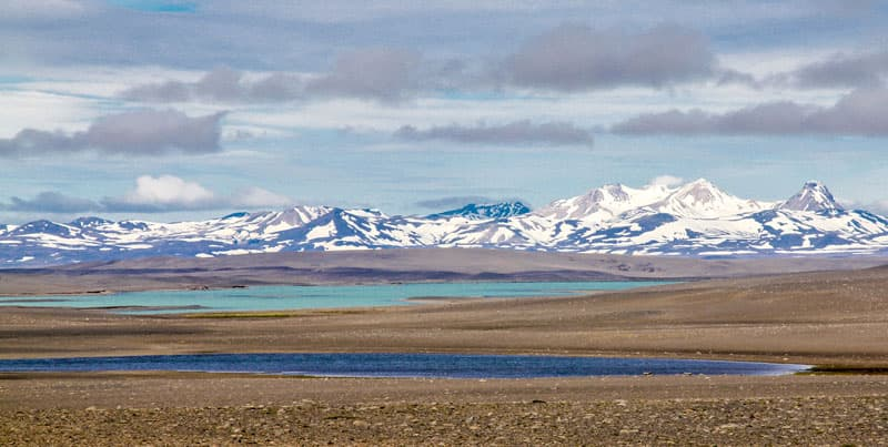 Iceland-Highlands-with-lakes