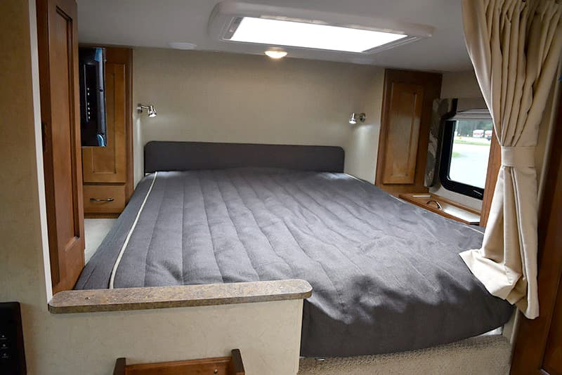 Lance-850-Cabover-Queen-Bed