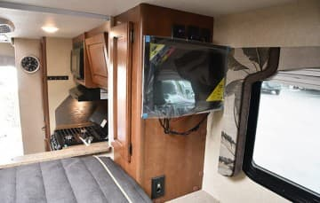Lance-850-Cabover-TV-Outlets