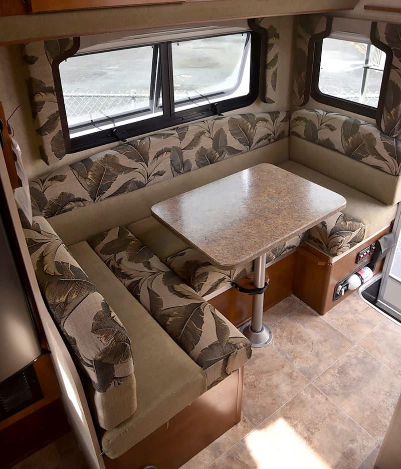 Lance-850-Dinette-camper
