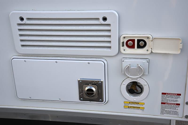 Lance 850 Passenger Side Details