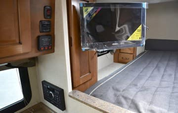 Lance-850-TV-Tank-Monitors-Stereo