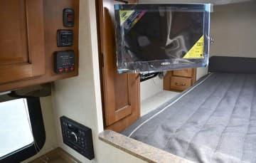 Lance-850-TV-Tank-Monitors-Stereo
