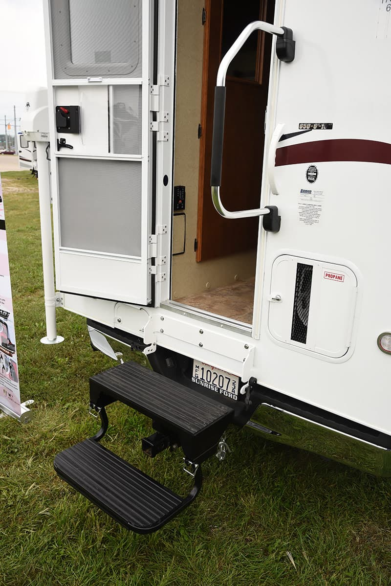Hitch use truck camper entry step