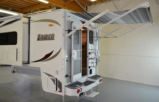 Lance 1062 electric rear awning