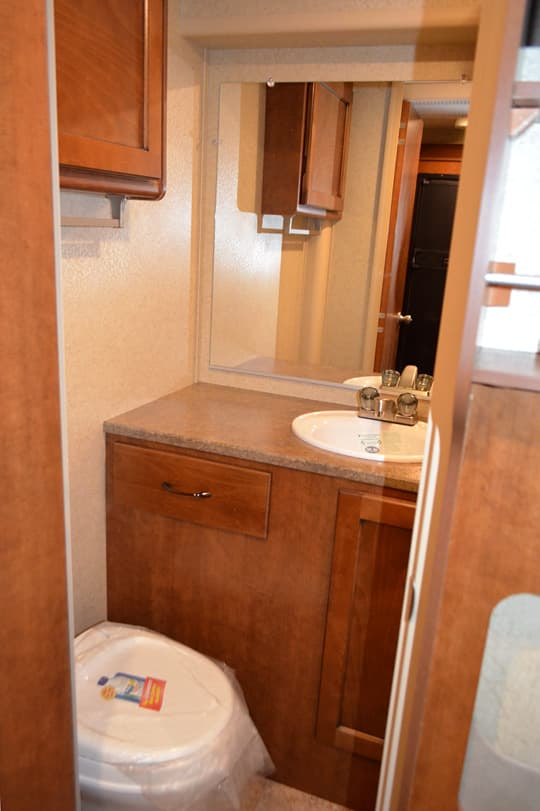 Lance-975-bathroom-toilet-sink