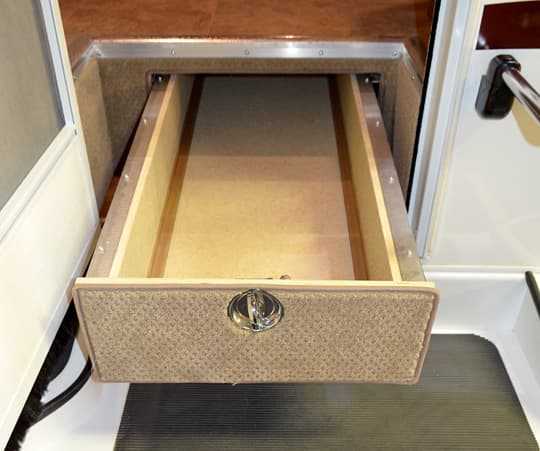 Lance-975-pull-out-tray