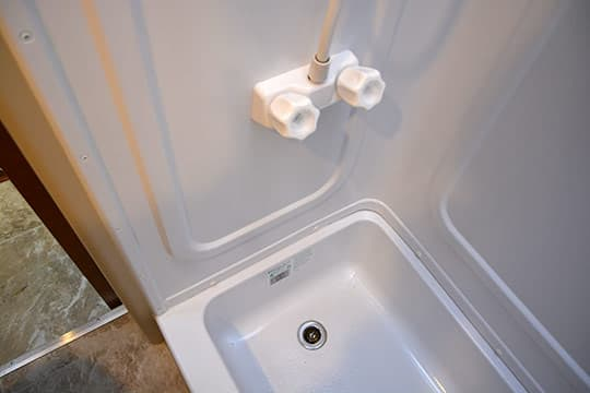 Lance1052-INT-BIG-BathroomShowerControls