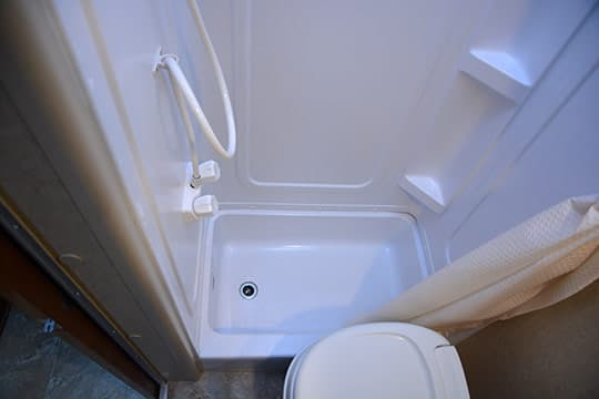 Lance1052-INT-BIG-BathroomShowerTub