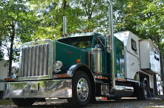 Peterbilt-camper-slide-out