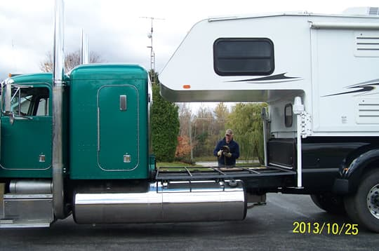 Peterbuilt-Camper-no-garage-2
