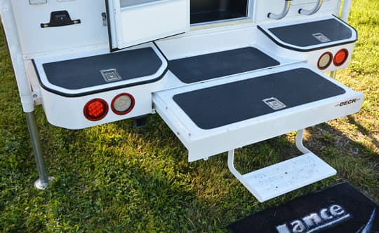 lance-camper-2015-ultra-deck-plus-bumper