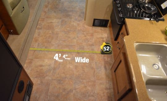 Lance-1062-measuring-floor-2