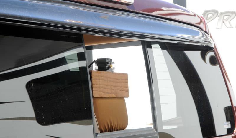 Laser platform wooden support on the rear seat