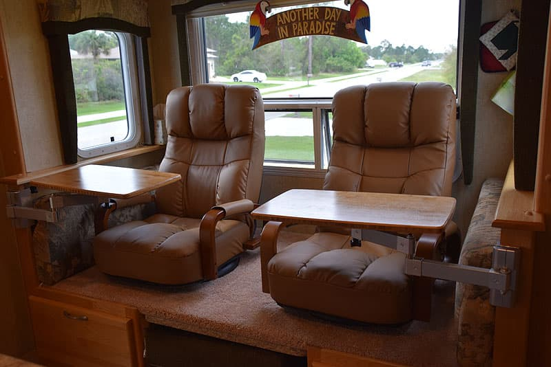 Lazyboy-Recliners-Camper-3