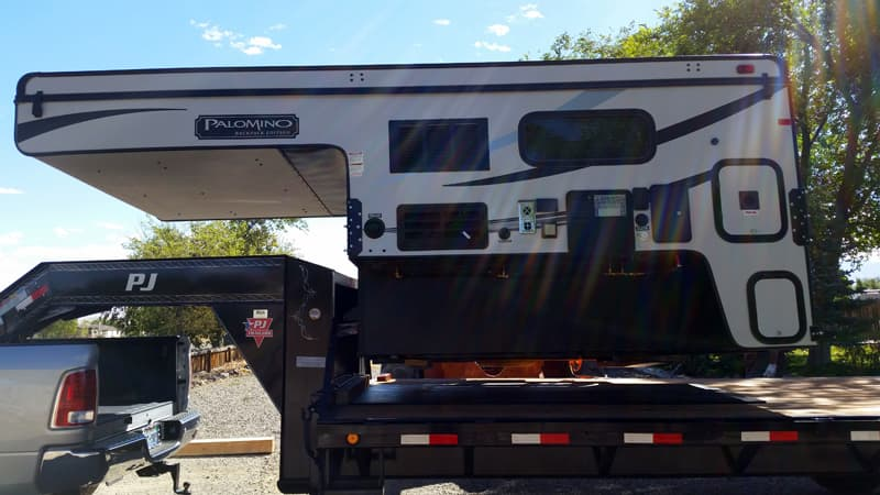 Loading camper on Gooseneck trailer
