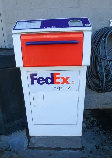 FedEx-Drop-Off-Box