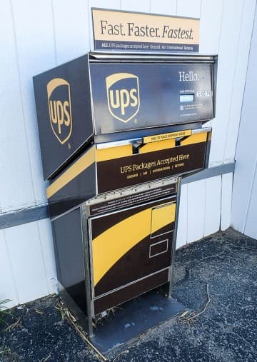 Mail-Road-UPS-Drop-Off-Box