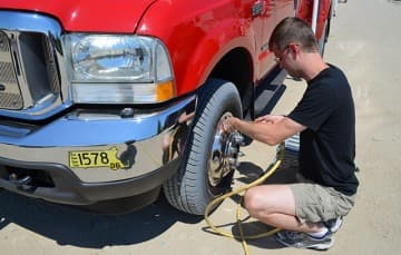 Beach tire inflate back up