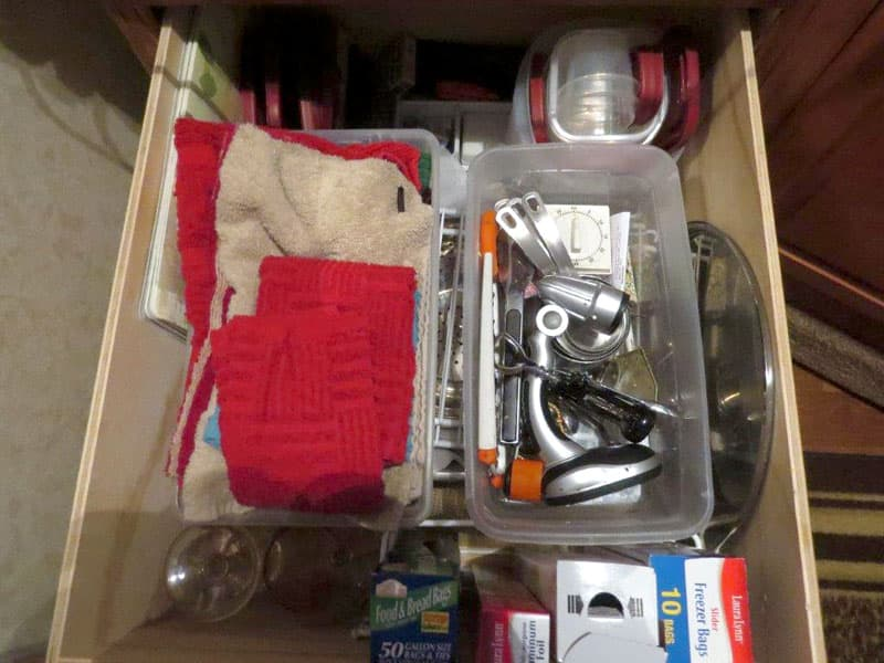 Nesting tupperware and utilities