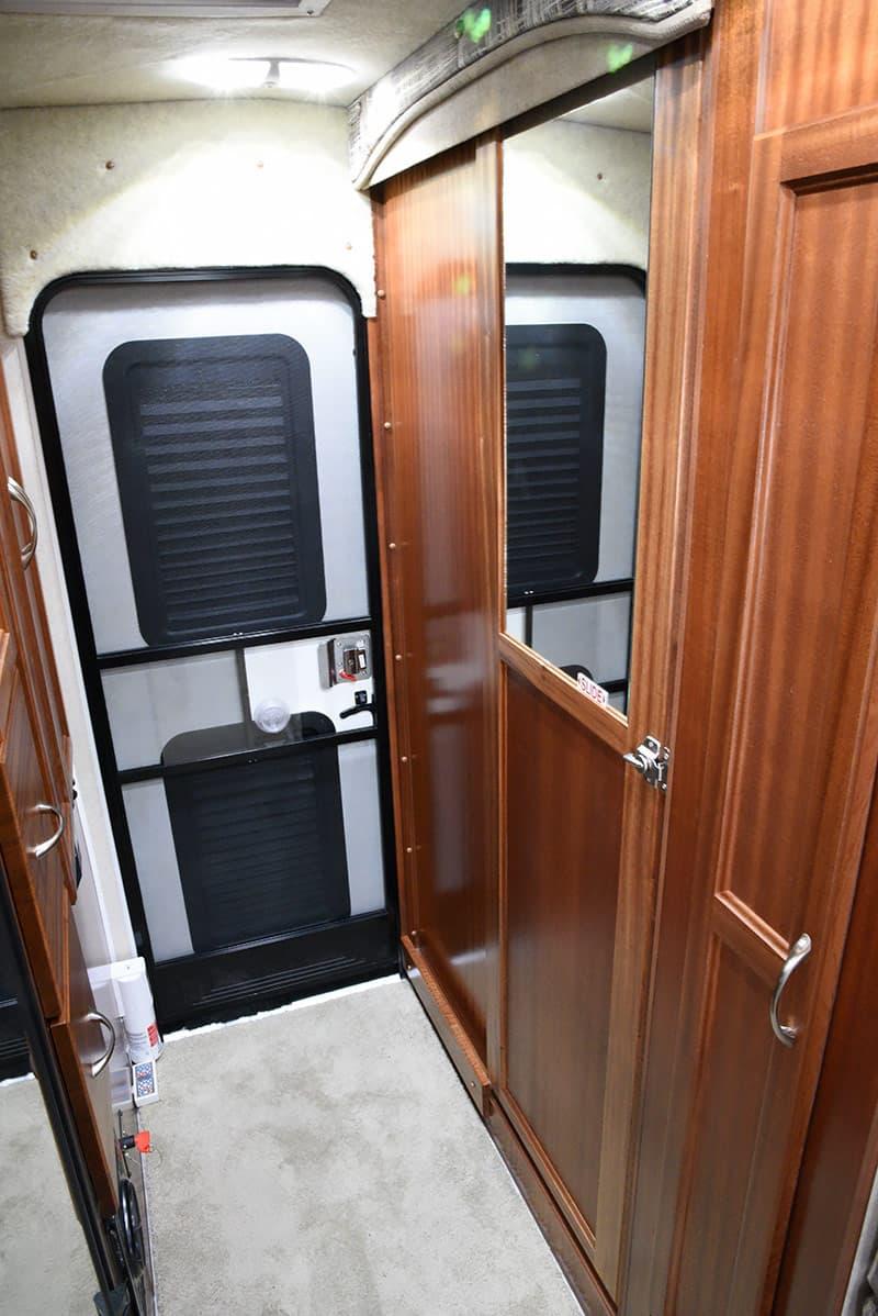 Northern Lite 10-2 EX non-slide wet bath driver's side