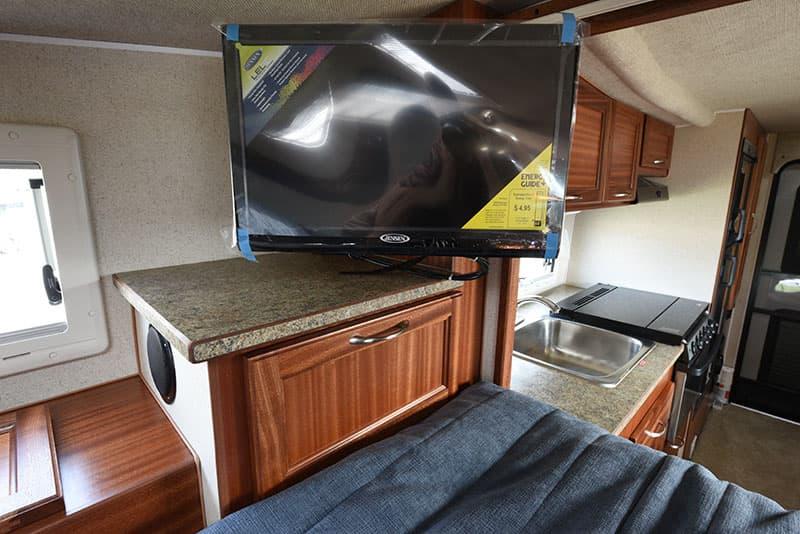 Northern Lite 8-11 EX Cabover HDTV