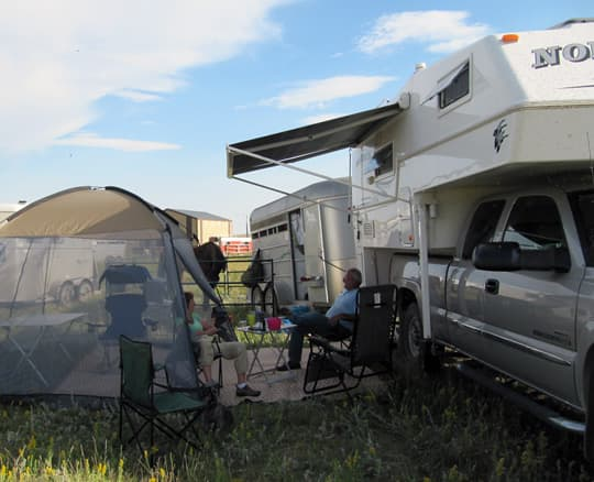 horse-camping-northern-lite