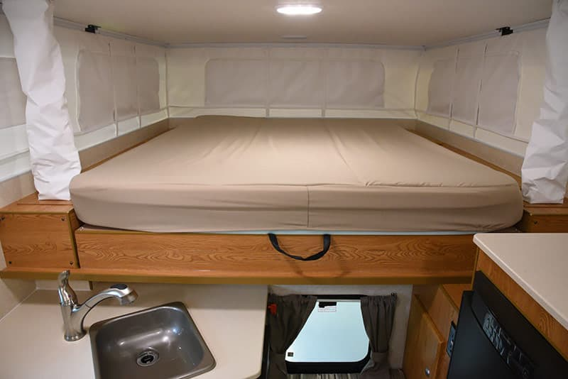 Northstar 650SC cabover bed