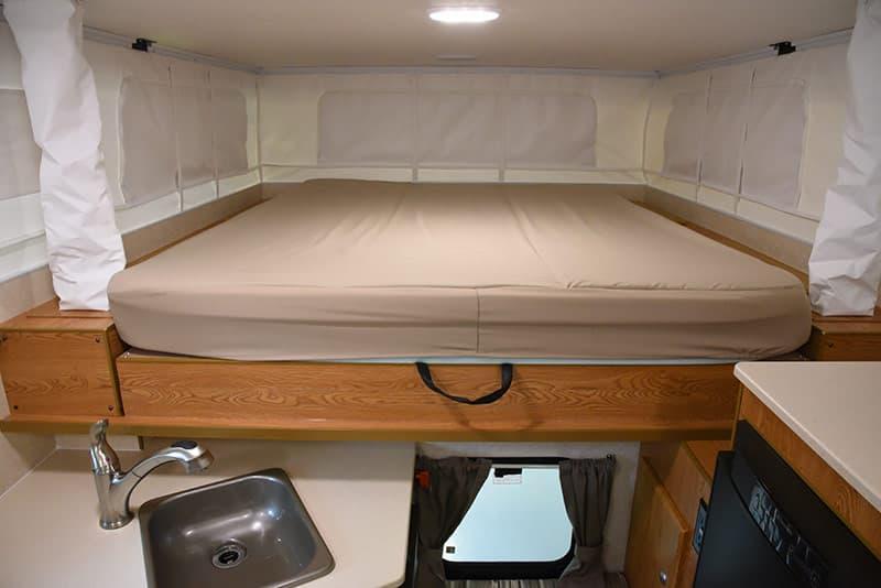 Northstar 650SC cabover bed