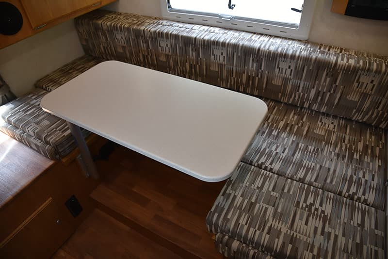 U-Shape-Dinette with Lagun table