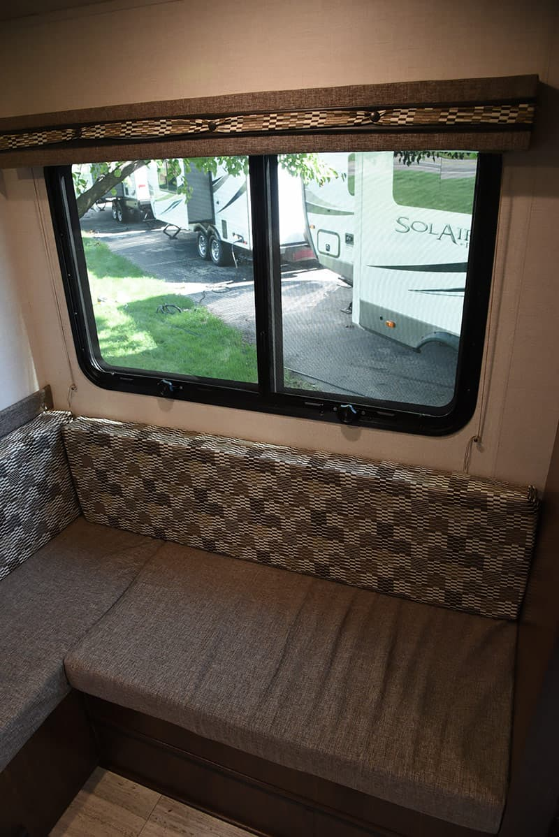 Dinette window in Palomino HS-2901