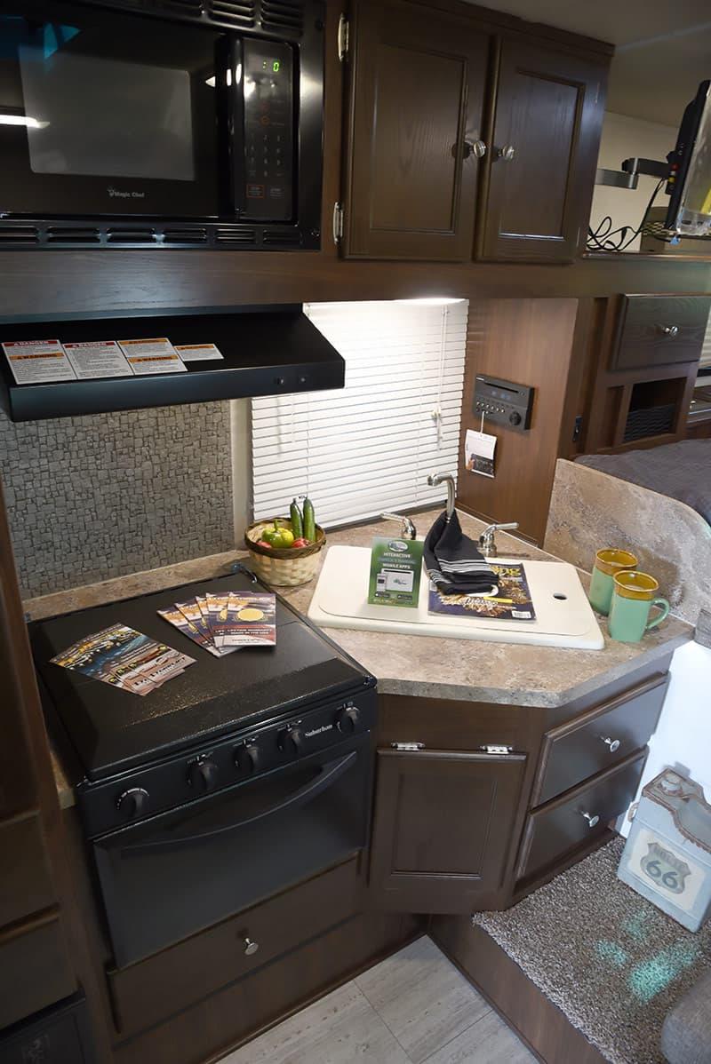 Palomino HS-2901 kitchen area