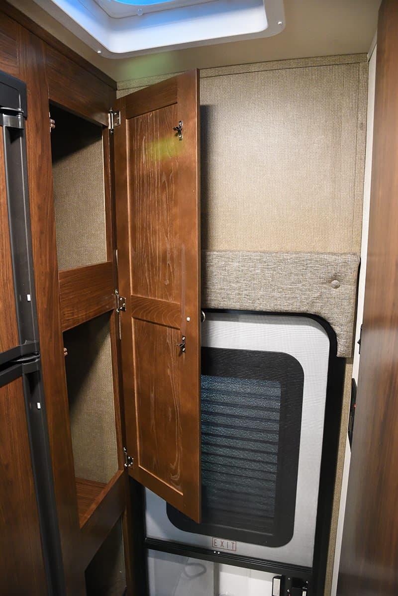 Palomino HS-2901 storage closet